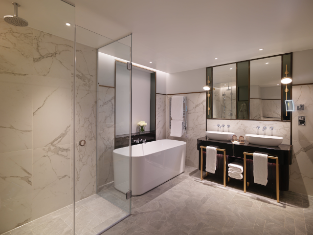 King one bed family suite bathroom